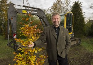 Gartenbau-Unternehmer Werner Lüttmann setzt auf die Stärken seiner Mitarbeiter.