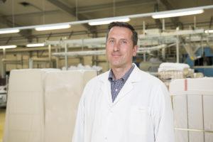 Martin Koch in der großen Halle seiner Grenzland-Wäscherei.