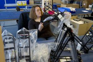 Ob bei der Montage, beim Sortieren von Ersatzteilen oder im Büro: Alexa Berndt ist beinahe überall tätig.