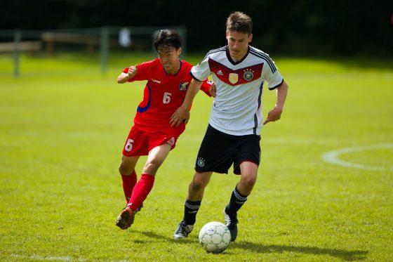 Frederic Heinze im Zweikampf beim CP-Fußball.