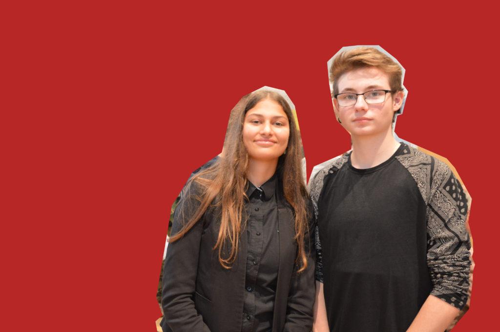 Die beiden Schüler Melissa Adem und Daniel-Joel Meißner stehen nebeneinander und lächeln in die Kamera.