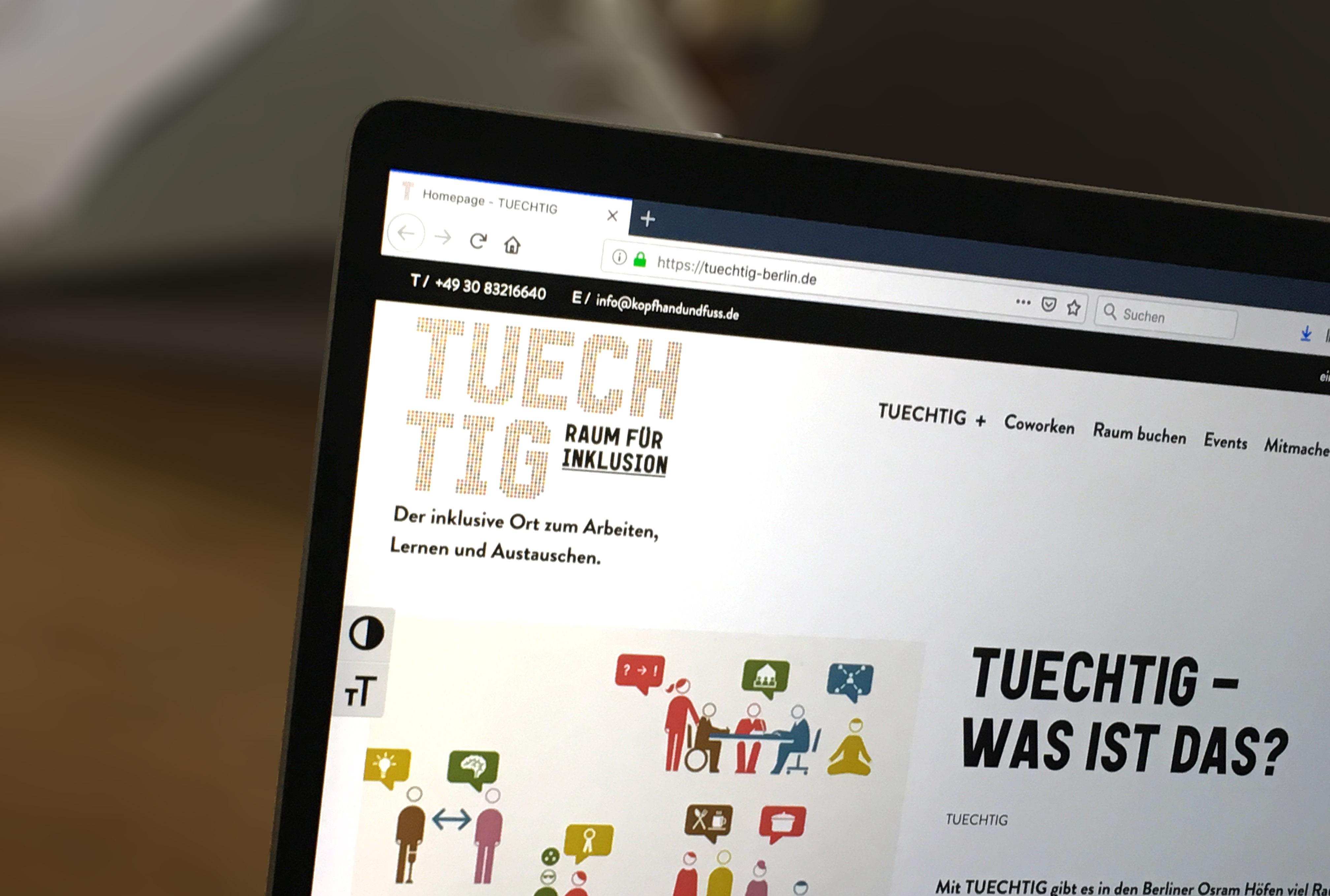 Foto der Tuechtig-Website auf einem Laptop.