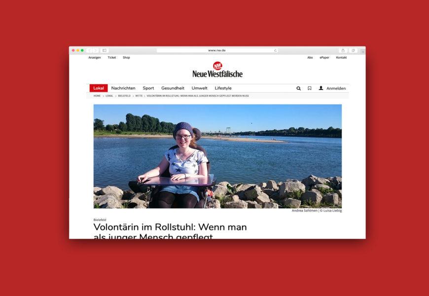 Screenshot des Artikels in der Zeitung Neue Westfälische: auf dem Titelfoto ist die Journalistin Andrea Sahlmen zu sehen, die mit ihrem Rollstuhl am Ufer eines breiten Flusses sitzt